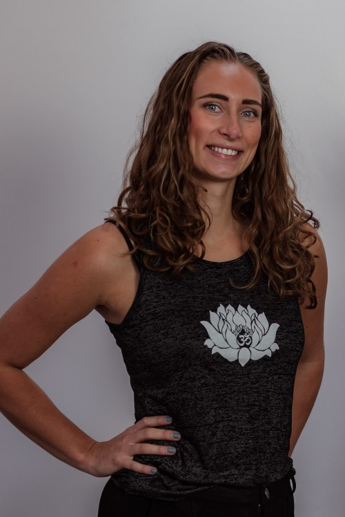 Yoga docent Kelly Houtman